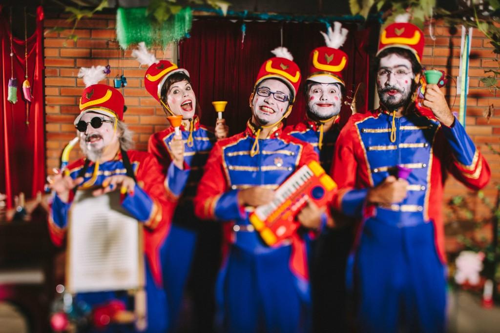 Músicos da Orquestra de Brinquedos. Foto: Raul Krebs/Divulgação PMPA