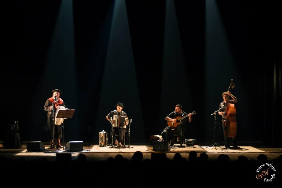 """Show no Theatro São Pedro marcou o lançamento do álbum """"Sul"""", de Luiz Marenco."""