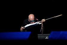 satriani toca com a lingua em show em porto alegre