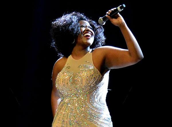 Vanessa Jackson faz tributo a Whitney Houston