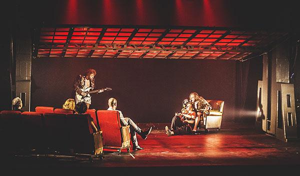 cena de Hamlet da Cia Armazem de Teatro