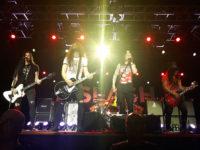 os músicos Todd Kerns, Frank Sidoris, Myles Kennedy e Slash em show em Porto alegre